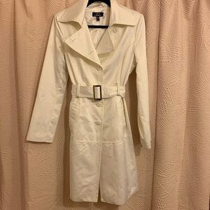 // bebe white trench coat //